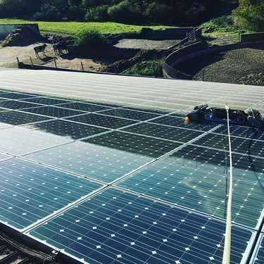 Nettoyage de 306 m2 de panneaux photovoltaïques -