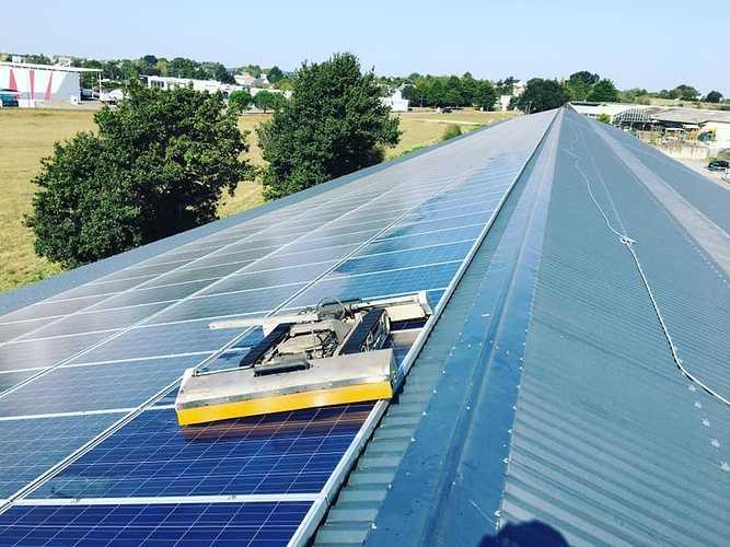 Nettoyage robotisé de 700m2 de panneaux solaires en Loire Atlantique 0
