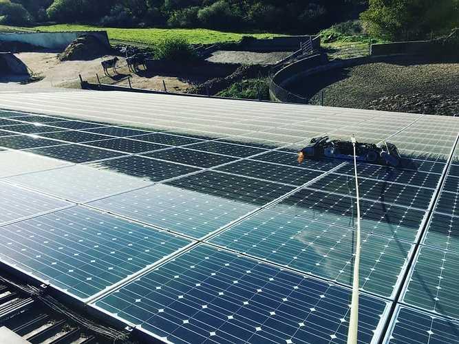 Nettoyage de 306 m2 de panneaux photovoltaïques - 0